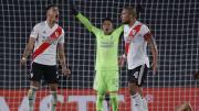 River Plate venceu o Santa Fe por 2 a 1, com volante no gol e zero suplentes