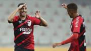 Mirando retornar ao topo do Brasileirão, o Furacão recebe a Chapecoense sem dois titulares