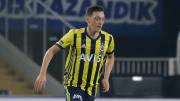 Sorgen um Mesut Özil: Der Fener-Neuzugang hat sich am Knöchel verletzt