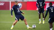 Theo Hernandez à l'entraînement avec l'Équipe de France.