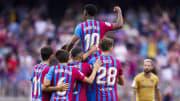 Ansu Fati porté en triomphe par ses coéquipiers après son but contre Levante (3-0).
