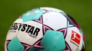 Der neue Bundesliga-Spielball hat orangene und dunkelblaue Elemente