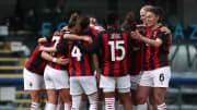 Il Milan fa festa dopo la vittoria nel derby