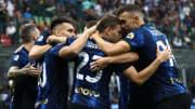 L'abbraccio dell'Inter durante i festeggiamenti