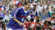 Zidane célébrant son doublé en finale de coupe du monde 1998 contre le Brésil