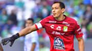 El arquero Rodolfo Cota renovó su contrato con León.