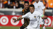 """""""Chicharito"""" Hernández estaba en duda de participar del torneo ya que su esposa está embarazada"""