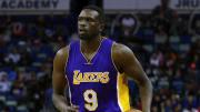 Al día de hoy los Lakers continúan pagando salario a Deng