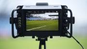 Milyonlarca futbol sever maçları televizyondan takip ediyor.