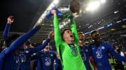 Kepa levanta la Champions que ganó con el Chelsea en mayo