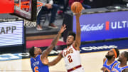 Collin Sexton lays it in
