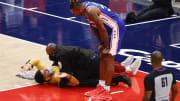 Fanático fue expulsado por entrar a la cancha durante el juego de 76ers