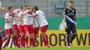 Rot-Weiss Essen bejubelt den Siegtreffer in der 1. DFB-Pokalrunde 2020 gegen Arminia Bielefeld.