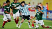Desde los 18 años a Messi lo vigilan tres futbolistas.