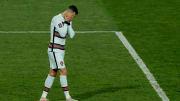 Cristiano Ronaldo teve gol legal anulado e saiu do gramado antes do apito final. Fernando Santos, técnico de Portugal, o árbitro se desculpou.