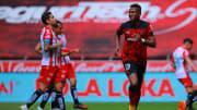 Michael Estrada celebra un gol con el Toluca.