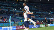 Harry Kane y Raheem Sterling celebrando un gol con Inglaterra