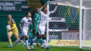 Centroavante garantiu vitória do Timão contra a Chapecoense