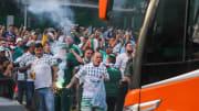 Torcedores do Palmeiras fizeram 'corredor verde' nos arredores do CT
