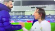 Modric y Pique se cruzaron después del Clásico