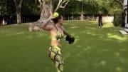 JLo jugando béisbol durante la cuarentena