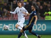 Pjanic y Jorginho en un Bosnia and Herzegovina v Italy