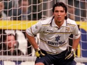 Gianluigi Buffon, futbola başladığı Parma'ya döndü.
