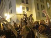 Französische Fans bejubeln den Sieg ihrer Mannschaft gegen Deutschland