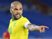 Nome de Daniel Alves ganha força no Flamengo
