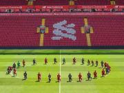 Jogadores do Liverpool se ajoelharam antes de treino