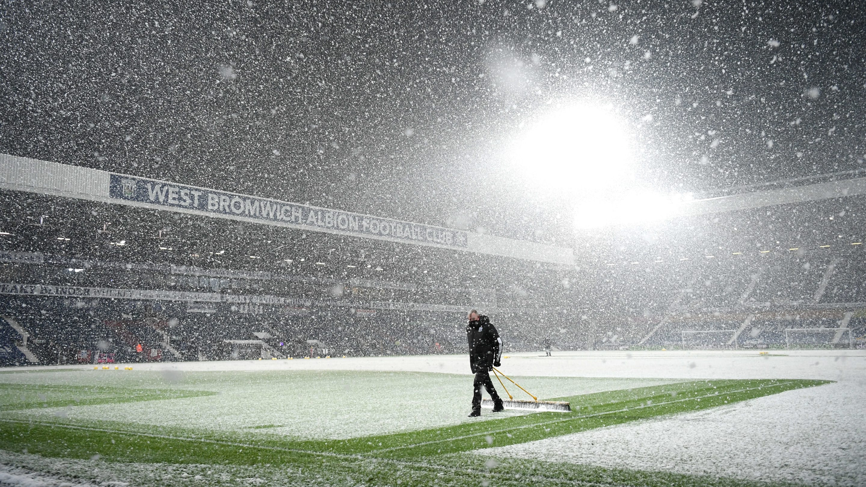 Twitter reacts as snow storm (temporarily) threatens Arsenal's trip to West Brom