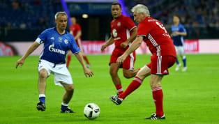In Zeiten des Fußballgeschäfts, in deneneine Kaufsumme von dreißig Millionen Euro fast als ablösefrei angesehen wird, verzerren die heutzutage immer größer...