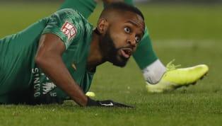 Te presentaremos 7 futbolistas que decidieron continuar su carrera por motivos económicos o personales y poco se sabe ahora de ellos: Oscar es un futbolista...