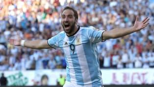 Gonzalo Higuain fait exploser la banque. Convoité par les plus grands clubs d'Europe dont Arsenal et le Paris Saint-Germain, l'Argentin pourrait finalement...