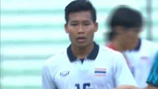 นาทีที่ 45+3ไทย ได้ฟรีคิกสองจังหวะ จากการที่นายประตูของ เวียดนาม ไปรับลูกส่งคืนหลังของเพื่อนร่วมทีมในกรอบเขตโทษ ก่อนที่จะเป็น ศศลักษณ์...
