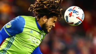 """El defensa panameño Román Torres repitió nombramiento como """"el mejor latino del año"""", tras su gran labor con el Seattle Sounders. En 2016 había recibido..."""