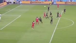 El delantero italiano Sebastian Giovincointentó marcar un golazo en el partido de este sábado entre Toronto FC y LAFC, pero el arquero evitó que lo...