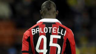 Mario Balotelli es extraño de por sí, pero uno de los actos por los que se ha ganado esta fama es su dorsal. En su etapa en el Milán, el jugador italiano usó...