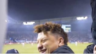 El mariscal de campo de los Kansas City Chiefs, Patrick Mahomes, apareció en las tribunas del estadio para apoyar al Sporting Kansas Cityen el partido de...