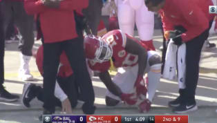 VIDEO: Tyreek Hill on Sidelines Visibly in Pain With Wrist Injury