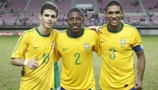 São vários os casos de jogadores que começaram na várzea e depois engataram na carreira profissional até chegar à Seleção Brasileira. A lista é boa, muitos...