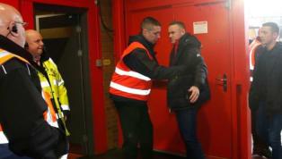 Wayne Rooneyes un ídolo deportivo en el Manchester United, pero esto no quiere decir que no tenga que cumplir las reglas. Y eso precisamente, las reglas,...