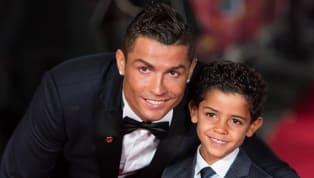 Accorso per assistere al match del figlio perJuventus-Perugia (categoria Under 9), Cristiano Ronaldo ha così avuto modo di poter festeggiare i 5 gol messi...