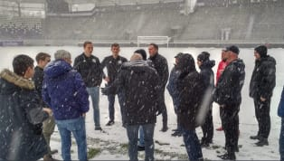 Das Zweitligaspiel zwischenErzgebirge Aueund dem1. FC Kölnwurde abgesagt. In der Nacht hatte es im Erzgebirge heftig geschneit und gefroren. Bei einer...