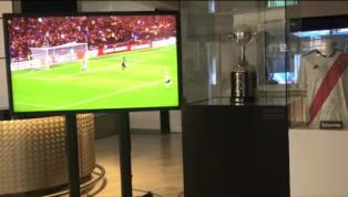 La épica final deCopa Libertadoresen la queRiver venció a Boca en el Santiago Bernabéu ha sido exhibida. El trofeo (una réplica) tiene su lugar en uno de...