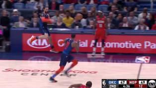 Jornada de jueves por la noche en la NBA yOklahoma Cityestá visitando a New Orleans. En acción del segundo cuarto Steven Adams logró salvar un balón que...