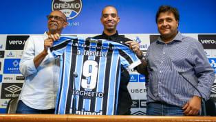 Enquanto alguns treinadores sofrem pela ausência de peças de qualidade, Renato Gaúcho vive período de fartura com seu sistema ofensivo.A pedido do próprio...