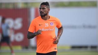É somente a partir de 5 de abril que Paolo Guerrero poderá, enfim, estrear com a camisa do Inter. Em Porto Alegre há duas semanas, ele divide seu tempo...