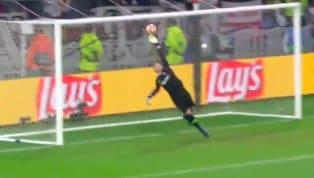 Ngay trong những phút đầu của trận đấu thì fan Barcelona đã phải thót tim khi Terrier bên phía Lyon tung ra cú sút đầy uy lực khiến cho Ter Stegen đẩy bóng...