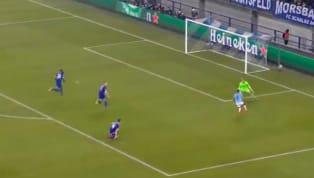 Phút 90 trận cầu giữa Schalke và Manchester City, kịch tính đã xảy ra khi Raheem Sterling ghi bàn ấn định tỉ số 3-2 sau pha kiến tạo của thủ thành Ederson....
